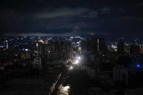 Luego de otro apagón nacional la luz comenzó a llegar en Caracas