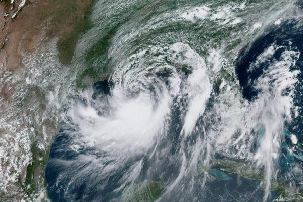 Barry se convirtió en huracán a su llegada a Luisiana