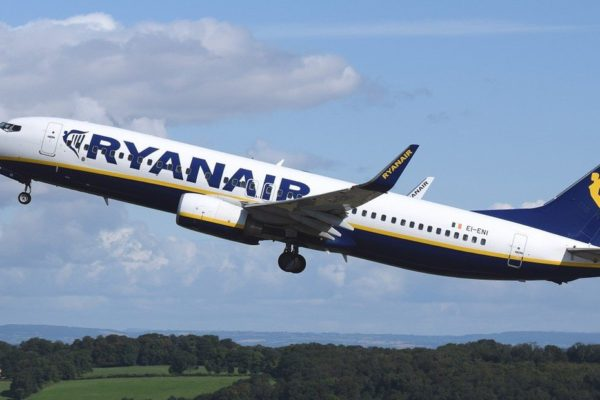 El beneficio de Ryanair se redujo en el primer trimestre por la caída de precios