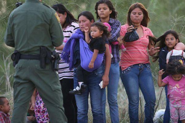 Agentes de EEUU están preparados para arrestar a miles de migrantes