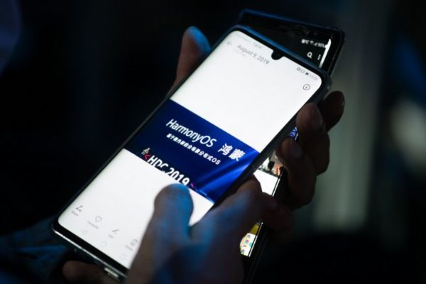 Huawei casi alcanza a Samsung en un declinante mercado de telefonía móvil