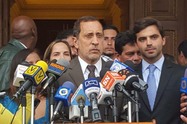José Guerra: Despojarán a AD, VP y PJ de sus tarjetas y símbolos para imponer a