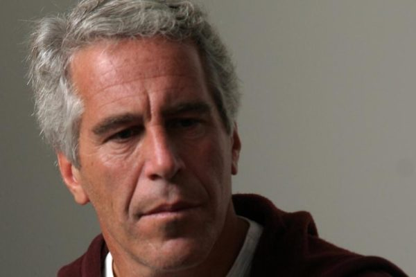 El magnate estadounidense Jeffrey Epstein fue hallado muerto en prisión