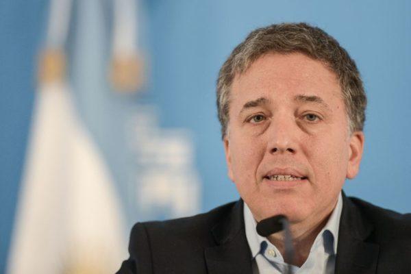 Crisis post electoral fuerza renuncia de ministro de Hacienda en Argentina