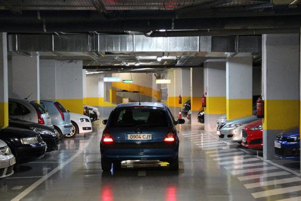 Sundde realiza mesas de trabajo para regular precios de estacionamientos