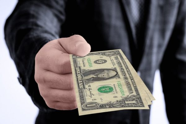 Se mantiene la tendencia: Dólar cierra en alza con promedios entre Bs.456.525,86 y Bs.463.269,88