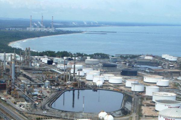 Denuncian nuevo derrame de hidrocarburos proveniente de la refinería El Palito