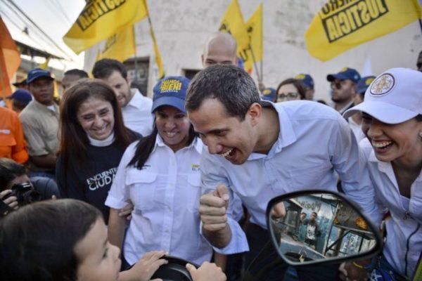 Guaidó llama a elevar la presión interna contra Maduro este #16N