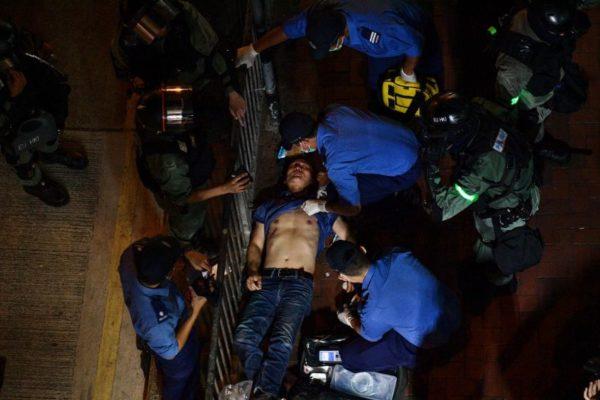 Violencia en Hong Kong escala y manifestantes piden apoyo a Gran Bretaña