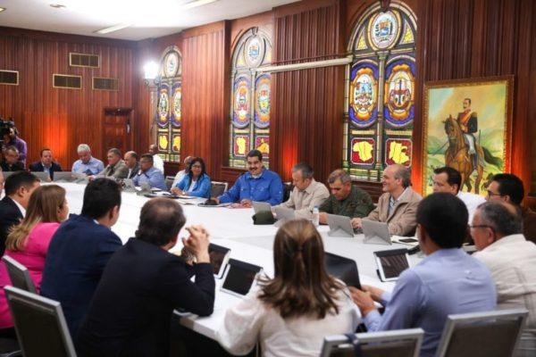 Maduro entrega gestión de empresas públicas a los gobernadores