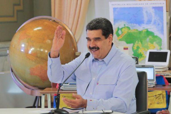 Maduro ofrece medio Petro a trabajadores de la salud para que resuelvan su fin de año
