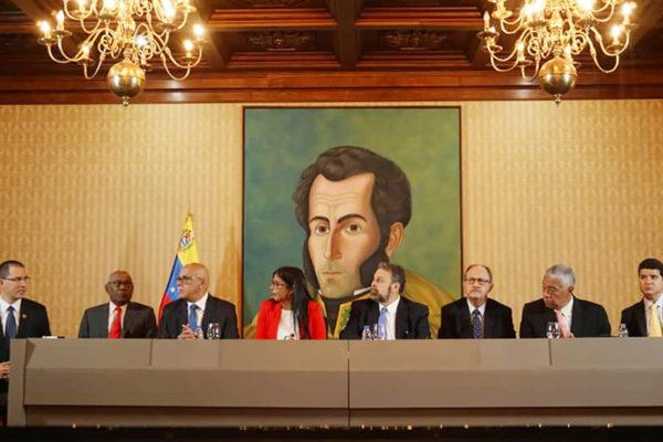 Gobierno de Maduro y grupos opositores acuerdan formar nuevo CNE y garantías electorales