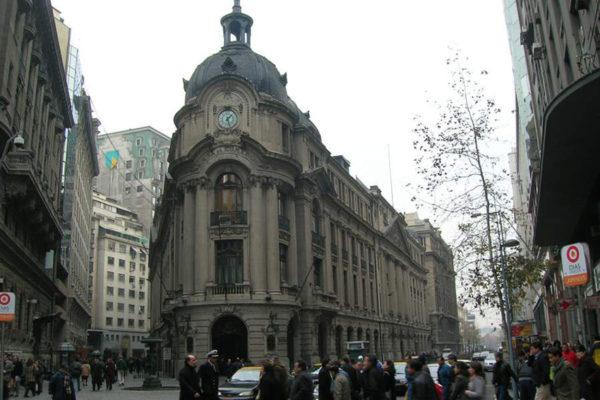 Bolsa y peso chileno se desploman tras estallido social