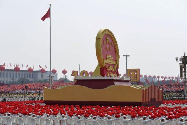 China exhibe su poder militar para celebrar 70 años de revolución