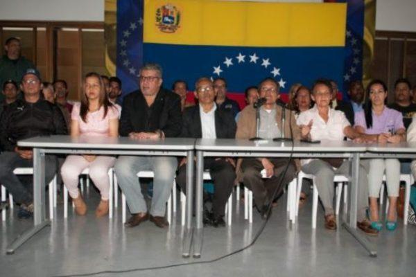 15 grupos opositores se unen en coalición