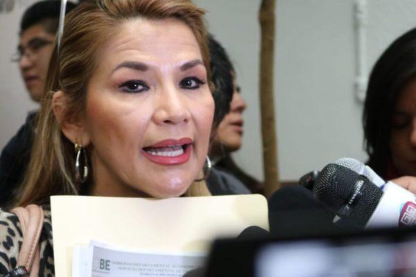 Senadora opositora conduciría Bolivia tras renuncia de Morales