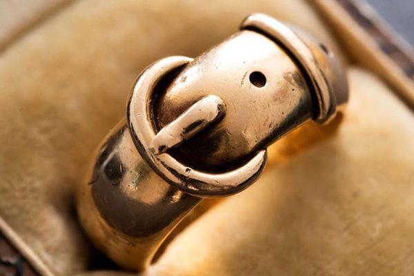 El «Indiana Jones del mundo del arte» encuentra anillo robado de Oscar Wilde