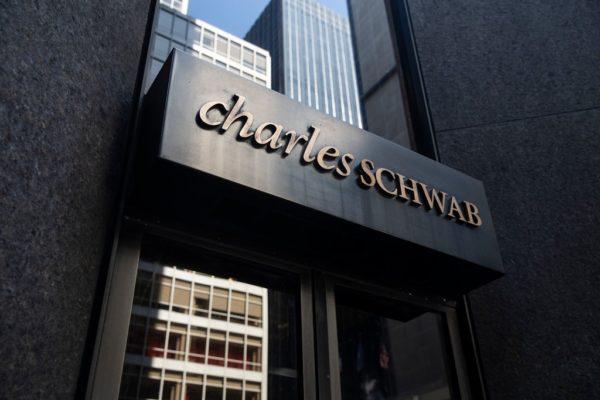 Casa de corretaje Charles Schwab adquiere a rival TD Ameritrade por 26.000 millones de dólares