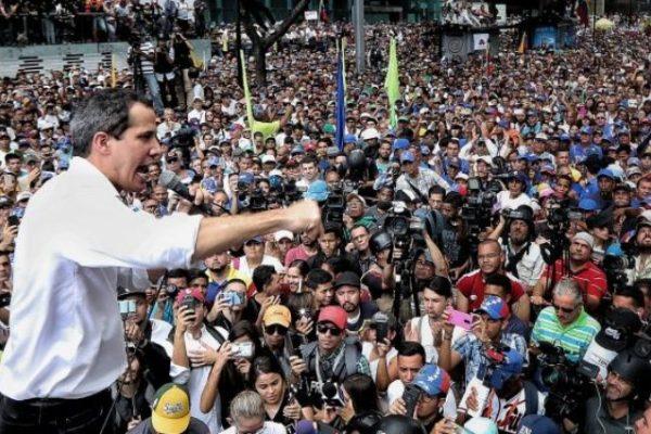Guaidó en protesta caraqueña: «tenemos que insistir hasta lograr la libertad»