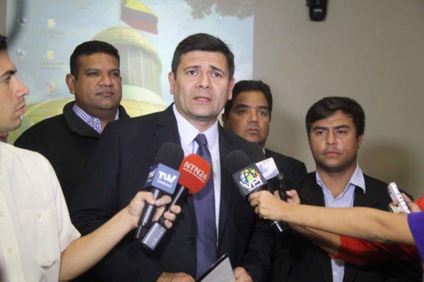 Diputado Superlano renuncia a la presidencia de la Comisión de Contraloría del Parlamento