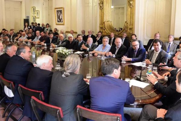 Gobierno argentino firma un acuerdo social con empresarios y gremios