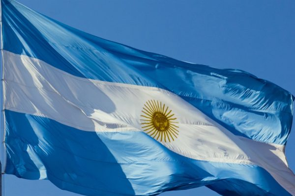 Argentina anuncia que logró un acuerdo con sus acreedores para canje de deuda