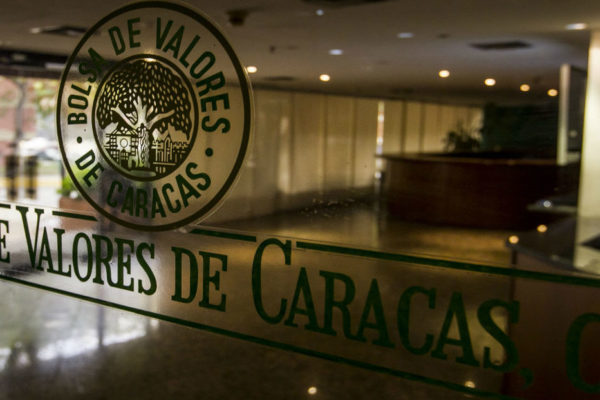 Índice Bursátil Caracas se rezagó 6,92% del aumento del dólar paralelo en el primer semestre