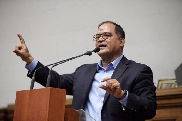 Diputado Valero: ´migración aumentará 40% este año si sigue la crisis humanitaria´