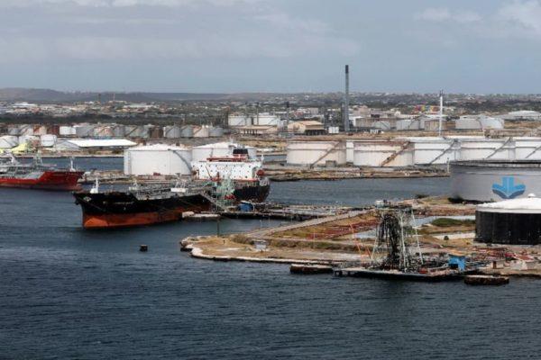Refinería de Curazao reemplaza a Pdvsa y adjudica a petrolera SPS oferta de arrendamiento de tanques