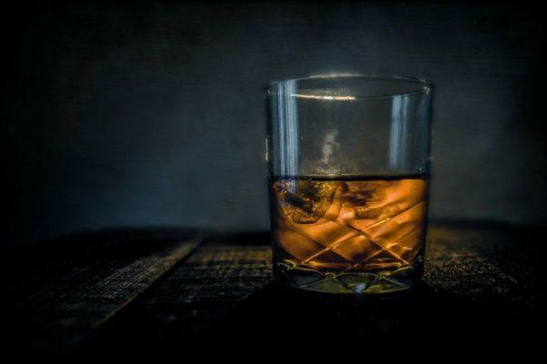 Bebidas alcohólicas adulteradas representan 30% del consumo nacional