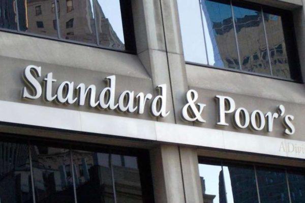 Standard & Poor's eleva a