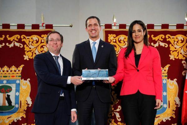 Guaidó recibe Llave de Oro de Madrid: un reconocimiento a los jefes de Estado