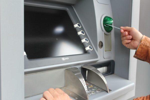 Banca ha eliminado más de 12.000 empleos y 49% de sus cajeros automáticos desde 2018