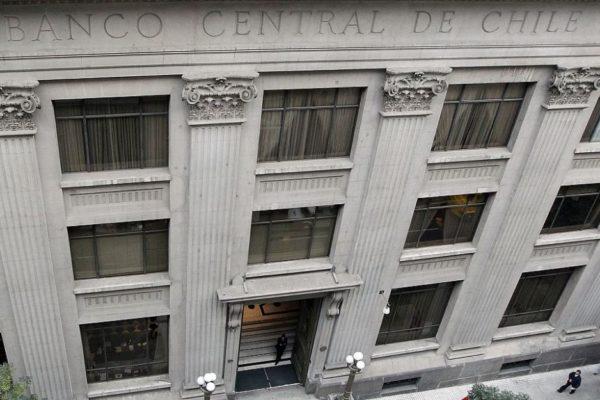 Expertos reducen al 1,2% previsión de crecimiento del PIB de Chile en 2020