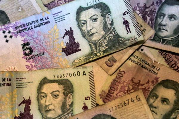 Billetes de 5 pesos saldrán de circulación en Argentina a fin de mes