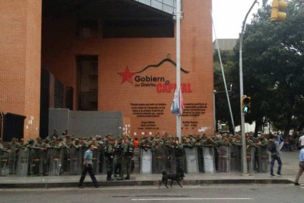 Diputados de la AN sesionaran fuera del hemiciclo por toma militar de instalaciones