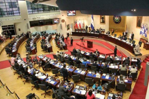 Congreso salvadoreño busca saldar deuda con víctimas de guerra y pensionados