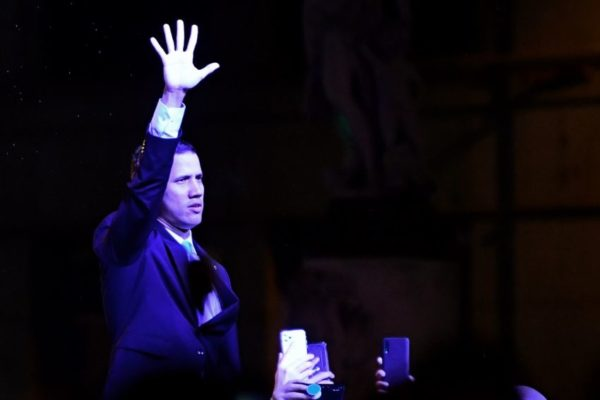 Guaidó convocó a miles de personas en Madrid y llamó a «mantenerse de pie»