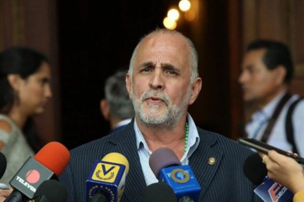 Diputado Ismael León (VP) tiene casa por cárcel
