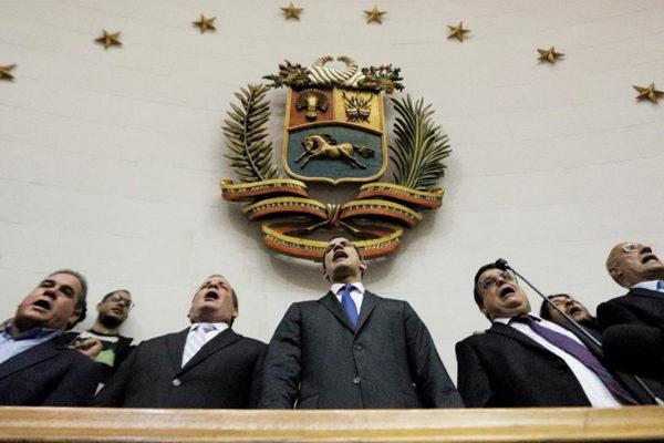 Guaidó instaló último período de la AN en el Palacio Legislativo y juró como mandatario interino