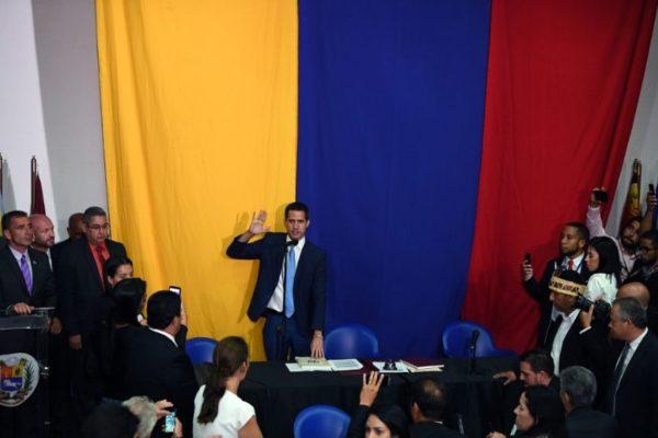 100 diputados ratifican a Guaidó: