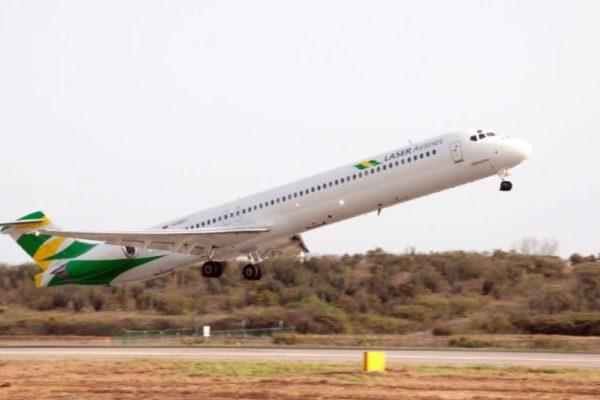 Pasajeros de Laser Airlines exigen soluciones y reembolso de pagos