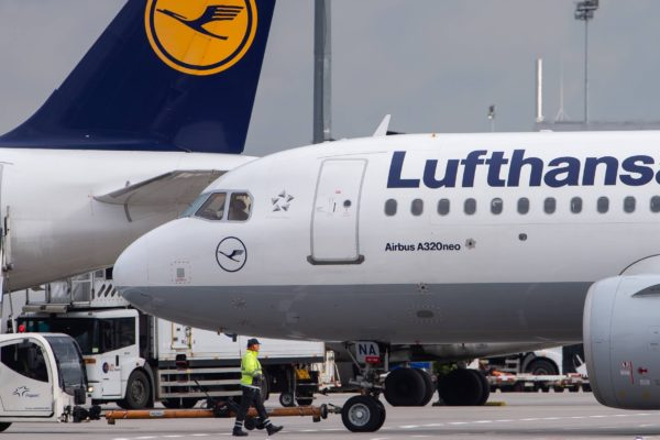 Lufthansa anuncia que peligran 22.000 puestos de trabajo debido a la pandemia