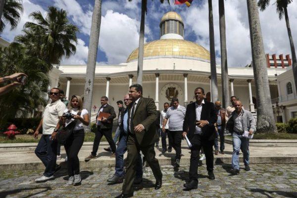 11 sancionados: UE carga contra Luis Parra, diputados, magistrados, fiscales y funcionarios