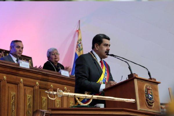Maduro ordena la venta especial de petróleo, gasolina y Servicios del Estado en Petro