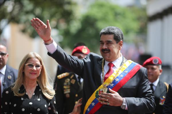 Maduro dice tener el control de Venezuela y que está abierto a negociar con EE.UU
