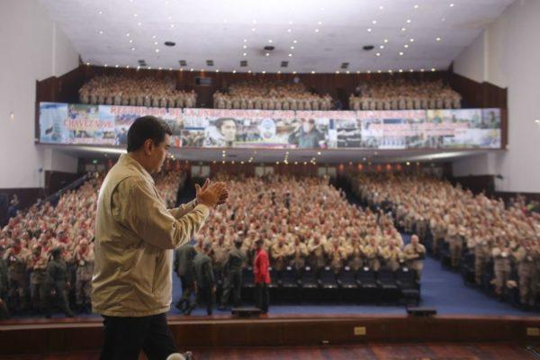 Maduro ordena ejercicios militares en cinco mayores ciudades del país