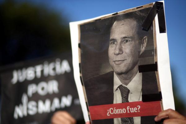 Fuerte tono opositor en acto en homenaje a fiscal Nisman en Argentina