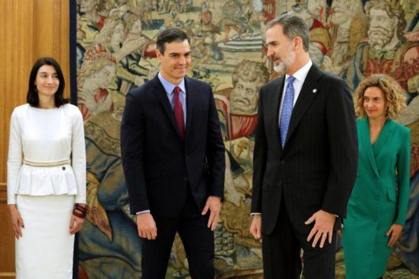 Sánchez asume «gobierno moderado» con Podemos en España