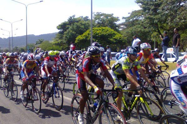 Roniel Campos revalidó campeonato en la Vuelta al Táchira